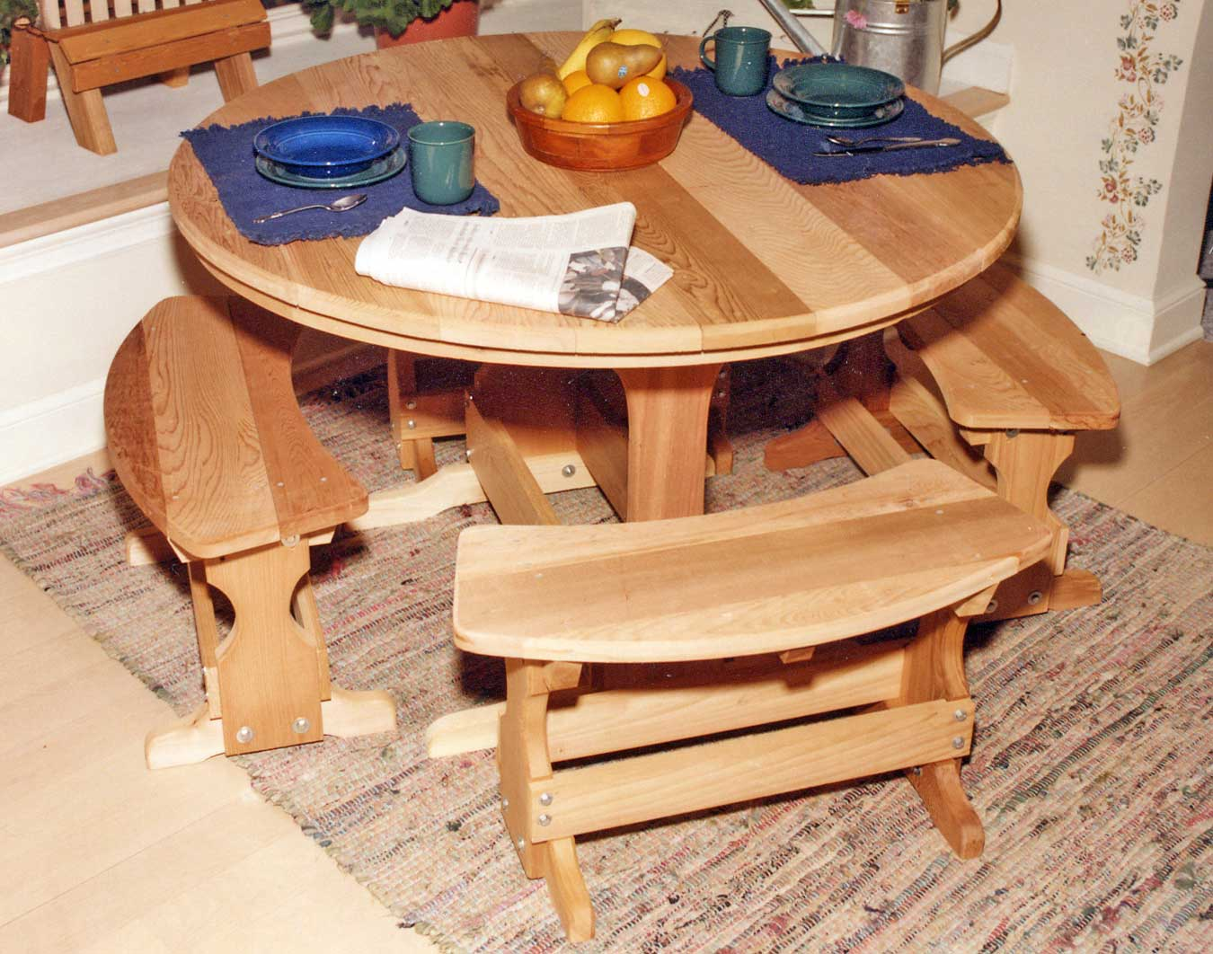 Picnic Table Set : Red Cedar Round Trestle Picnic Table Set