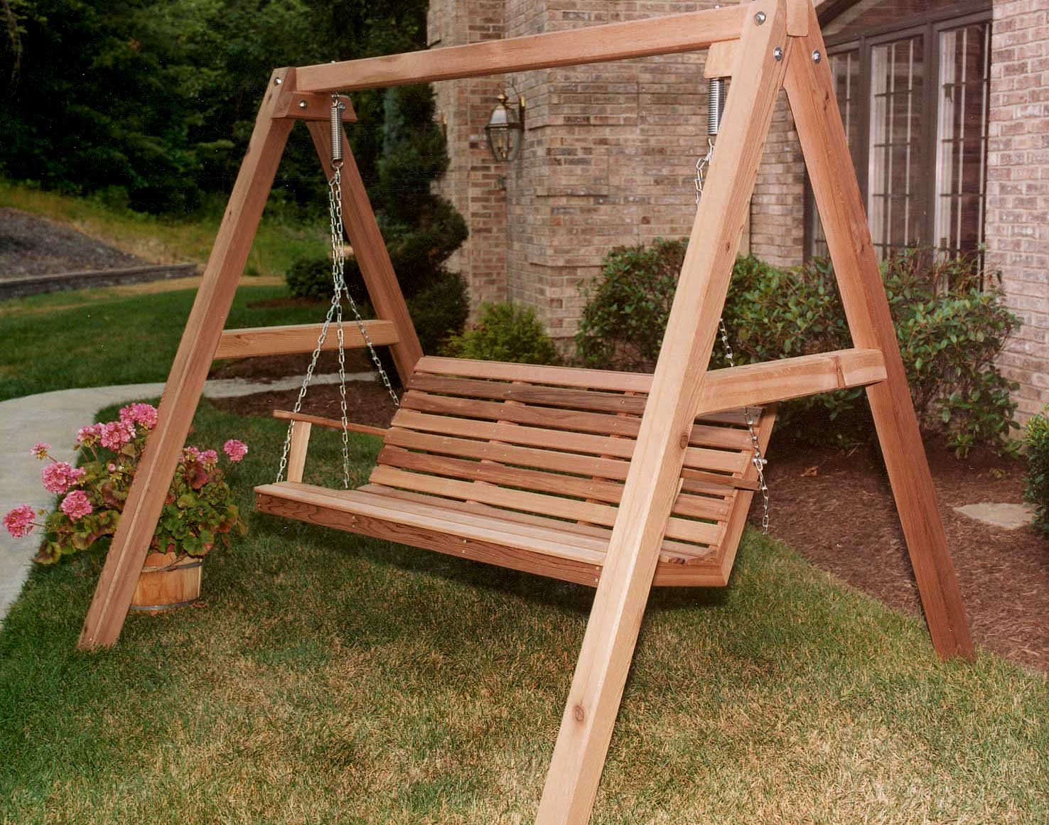 Merveilleux Stand Shown W/ Optional 5u0027 Red Cedar American Classic Porch Swing